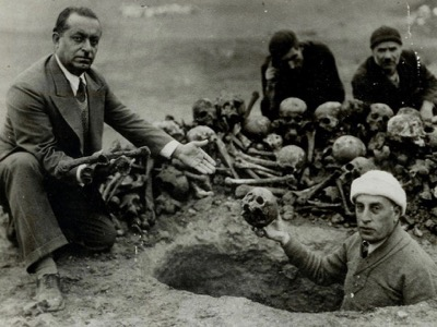 "Email sent from: ""Colbourn, Glen"" gcolbourn@thestar.ca Subject: Emailing: Digging up evidence Date: 9 April, 2015 3:18:49 PM EDT A group of people, among them Harutyun Hovakimyan, are digging from the earth the remains of Armenian victims, Der-Zor, 1938s Photo courtesy: Armenian Genocide Museum Institute"